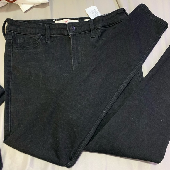 Hollister Denim - Black high waisted skinny jeans from Hollister!